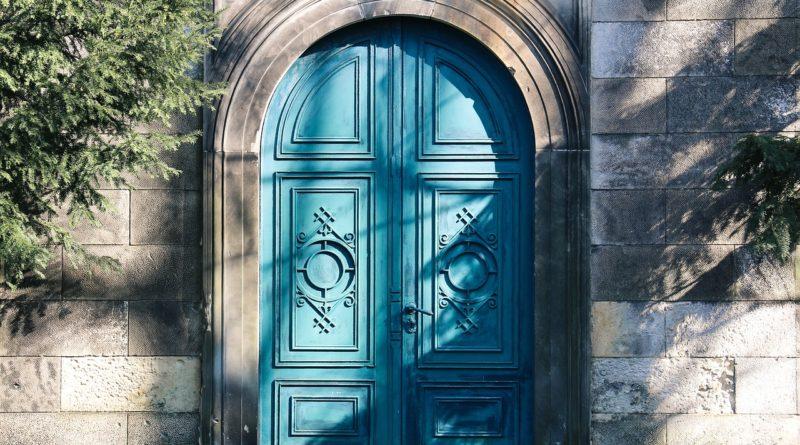 Rozprawa przy drzwiach zamkniętych. Osoby zaufania