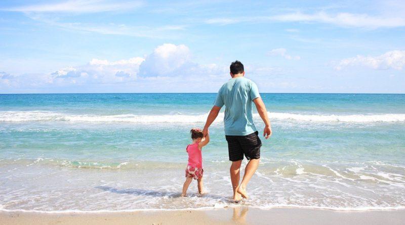 Dziecko mieszka z ojcem. Czy matka jest zobowiązana do płacenia alimentów?